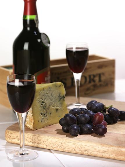 Portwein - Portweinkiste - Weintrauben - Käse